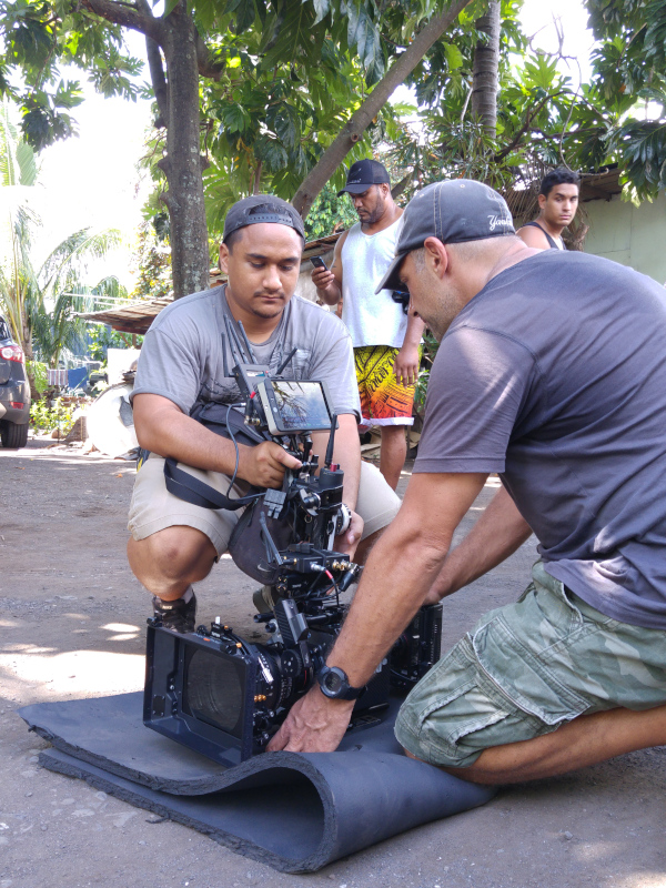 Caméraman et son assitant sur le tournage du clip de Eto, Les Films Du Pacifique Tahiti